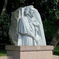 Памятник Адаму Мицкевичу :: Сергей Карачин