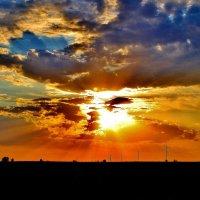 Замарали  небо тучи, Солнышко заляпали, Может кляксы кто пролил,  И  пейзаж состряпали. :: Восковых Анна Васильевна