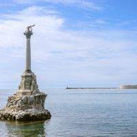Памятник затопленным кораблям :: Александр