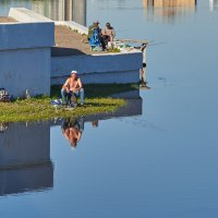 Ловись рыбка большая и маленькая. :: Виталий Бобров