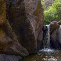 Водопадик маленький да шумный. :: LudMila