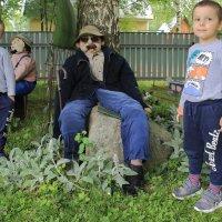 В гостях у кукол. :: Павел