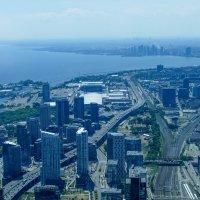 Западная окраина Торонто с обзорной площадки телебашни. :: Юрий Поляков