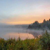 рассвет на озере :: Александр Евдокимчик