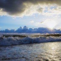 Шторм на море — лишь Мгновенье по сравненью С этим небом и манящей Вглубь вселенной :: Алексей