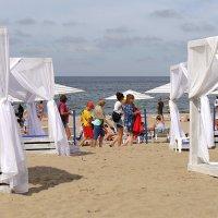 Пляж в Янтарном :: Дмитрий Svensson