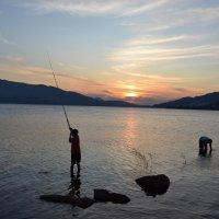 рыбачки на озере...Вечерняя зорька... :: Андрей Хлопонин