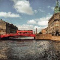 Я наверное уже тысячная, которая снимает красный автобус на Красном мосту..) :: Лилия .