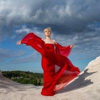 Девушка в красном :: Тамара Нижельская