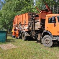 В дальнем поселении всего 4 контейнера... :: Александр Широнин