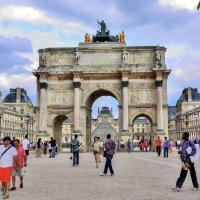 Триумфальная арка на площади Каррузель на фоне Лувра :: Eldar Baykiev