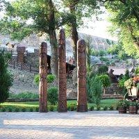 Деревянные скульптуры в парке Лога :: Людмила Монахова