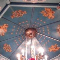 Небесный свет в крестильном  доме :: Серж Поветкин