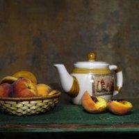 Персики и чайник. :: Валентина Налетова
