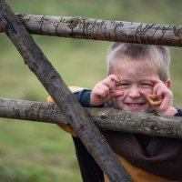 Мальчишка с баранками. :: Виктор Евстратов