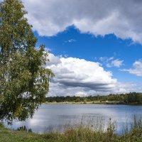 У озера :: Александр Гурьянов