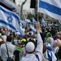 Лондон. Трафальгарская площадь 60 лет Израилю. :: Борис