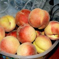 Персики на столе... :: Aлександр **