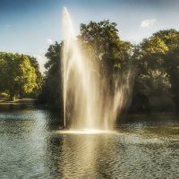 Фонтан в парке :: Alexander Andronik