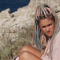 Девушка на скале Тарханкута :: Наталия Григорьева