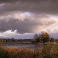 Тучи приходят и уходят, а счастья островок всегда остаётся:) :: liudmila drake