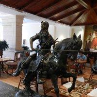 В ресторане отеля :: Анатолий Кувшинов
