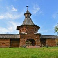 Проездные ворота Николо-Карельского монастыря :: Константин Анисимов