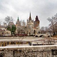 Замок Вайдахуняд в парке Варошлигет :: Дмитрий Лупандин