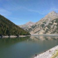 Вид на водохранилище Лаго-де лавиньо ( Итальянские Альпы) :: Алексей Кошелев