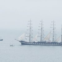 """Крузенштерн"" в густом тумане покидает Варну :: Alm Lana"
