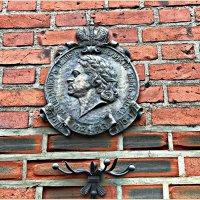 Памятный знак на стене Кафедрального собора. :: Валерия Комова