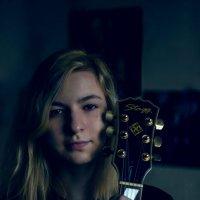 портрет с гитарой :: Вадим Кузнецов