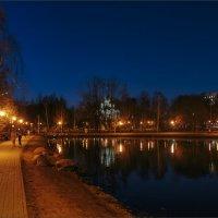 Вечер в осеннем парке... :: Сергей Кичигин