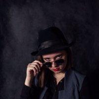 девушка в шляпе :: Helga Sergeenko