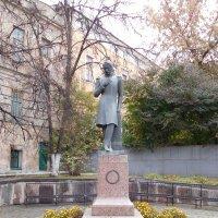 Памятник М.Ю. Лермонтову в Пензе у областной библиотеке им Лермонтова :: Оливер Куин