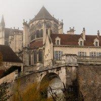 Осер (Auxerre). Собор Сент-Этьен. Туманное утро. :: Надежда Лаптева