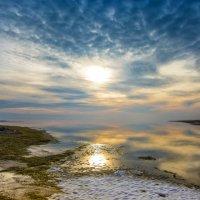 Зимний закат на море :: Александр Довгий