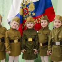 C праздником  пап и дедушек! :: Ольга Русакова