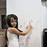 Когда в семье живет начинающий художник обои на стенах не нужны! :: Александр