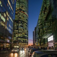 Улочка в вечернем Москва-СИТИ :: Александр Орлов