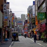 Улочка в Токио :: Михаил Рогожин