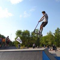 Полет на самокате :: Андрей Хлопонин