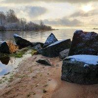 Камни на берегу :: Юрий
