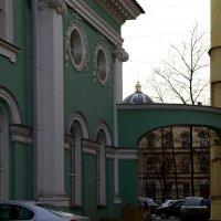 Выход, или вход на Кирочную улицу... :: Юрий Куликов