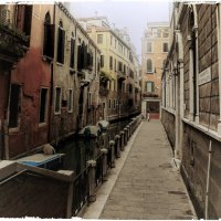 """А вот и """"два в одном"""" - канал и тротуар на небольшой и довольно узенькой улице...... :: ВЛАДИМИР К."""