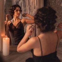 Девушка у зеркала :: Наталия Розанова