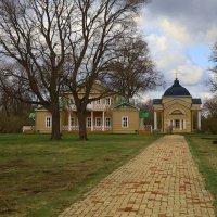 Тарханы - дом и церковь :: BOB