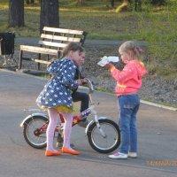 Дети в парке :: Андрей Макурин
