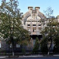 Дом плачущей вдовы :: Татьяна Ларионова