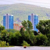 Таёжный город в горах на Енисее :: Василий